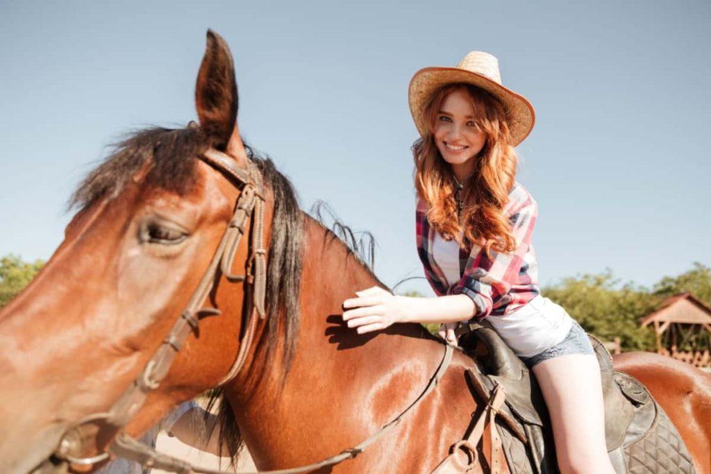 horseback riding, riding horse on louisiana roads,