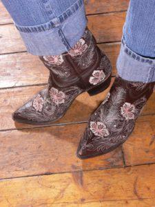 picture of women's cowboy boots, heel, slip, cowboy boots, fit,