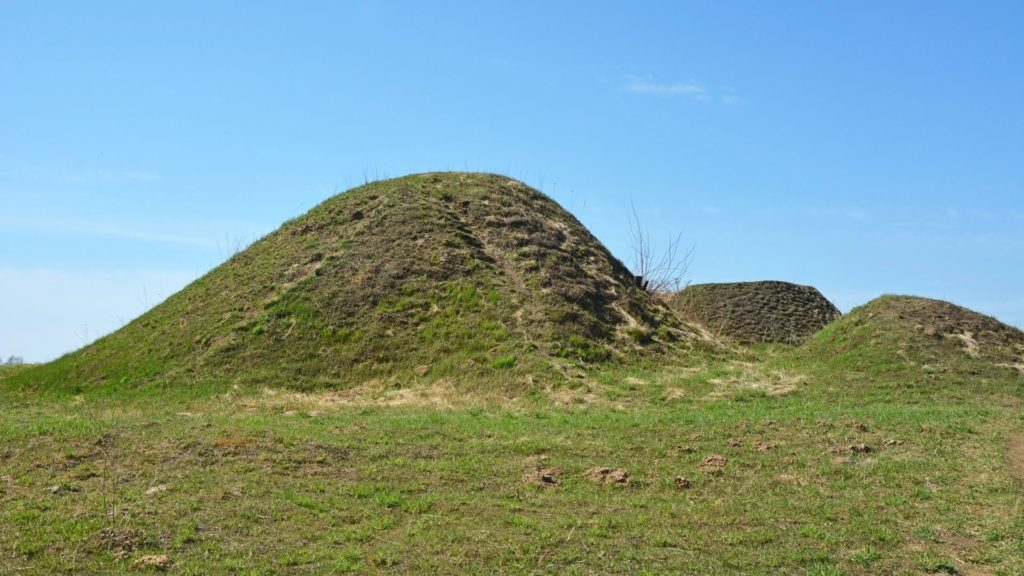 Picture of a burial mound.