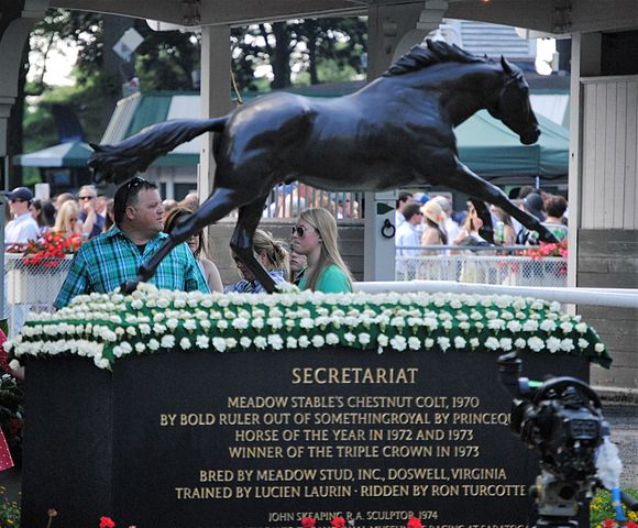 Picture of a statute and tribute to Secretariat, one of the greatest racehorses of all time,