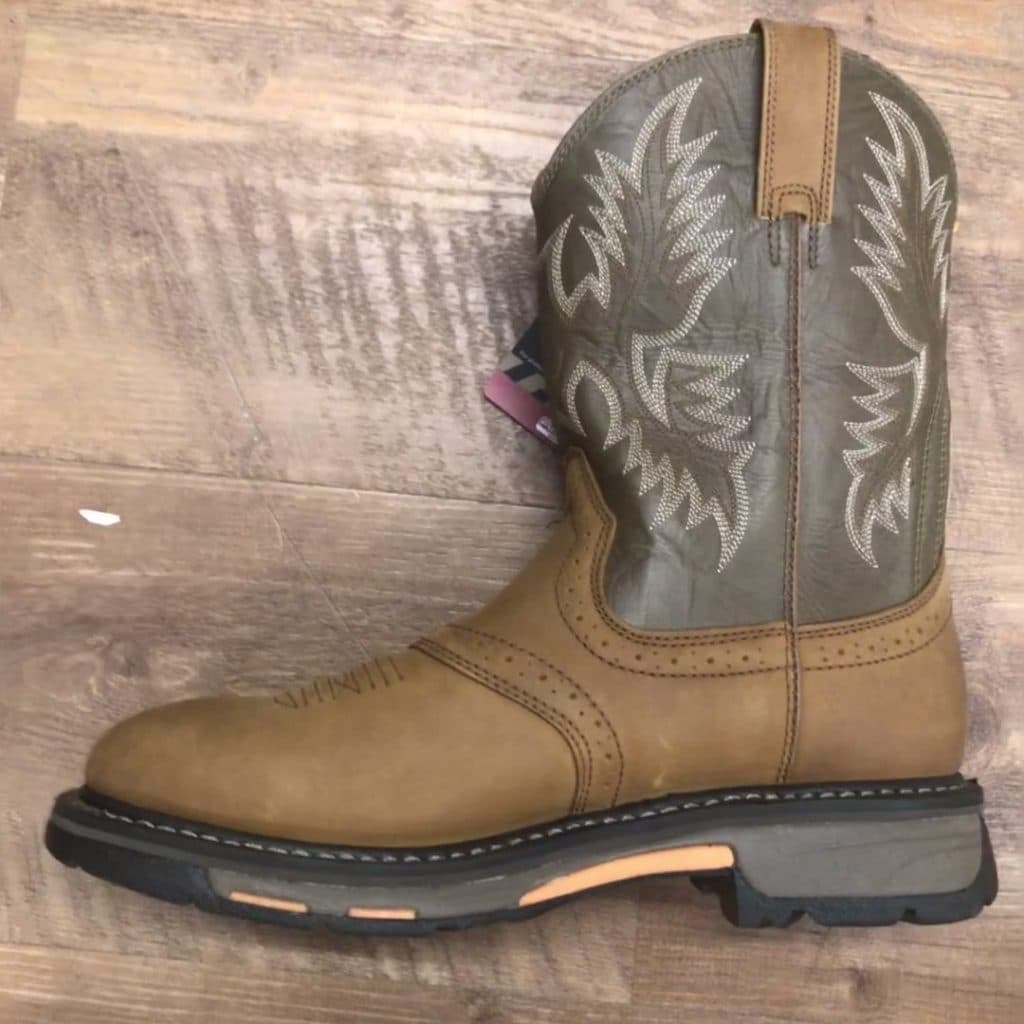 picture of round toe Ariat Sierra wide steel toe work boots.