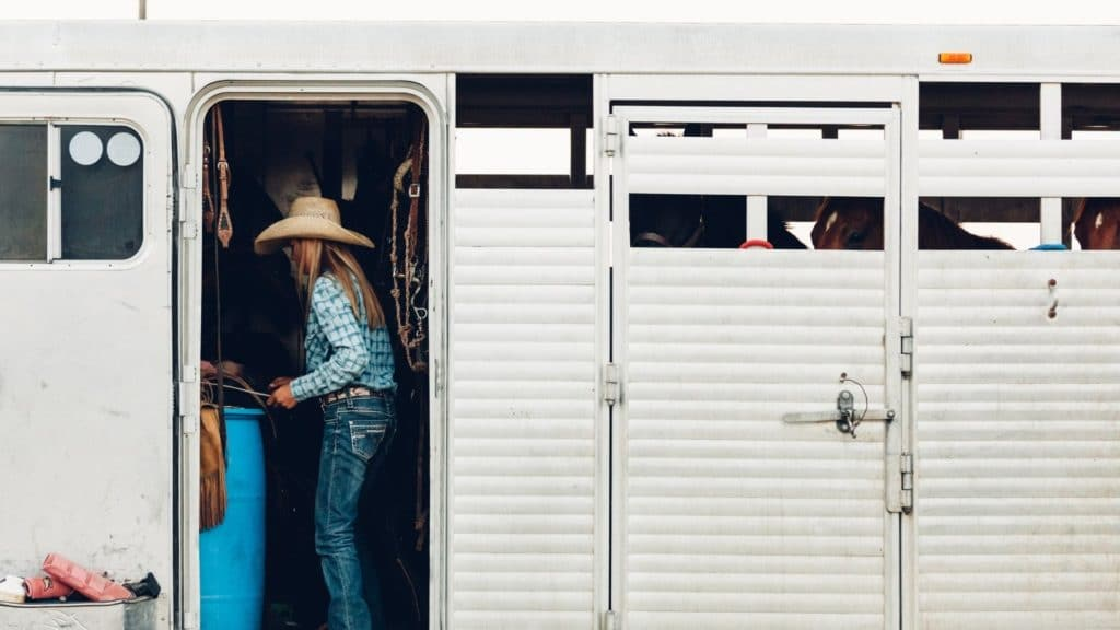 rent a horse trailer, big horse trailer with living quarters,